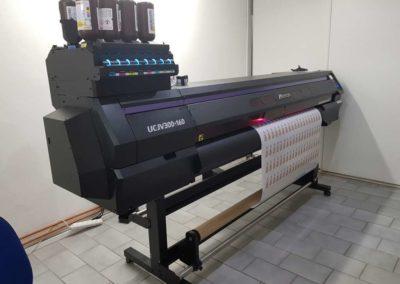 UV tiskárna s bílou barvou + CMYK